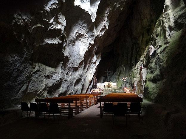 ermitage antoine gorges de galamus grotte chapelle