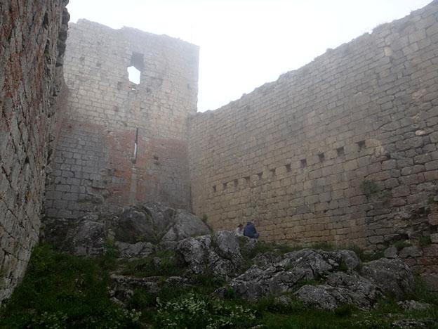 montsegur chateau interieur