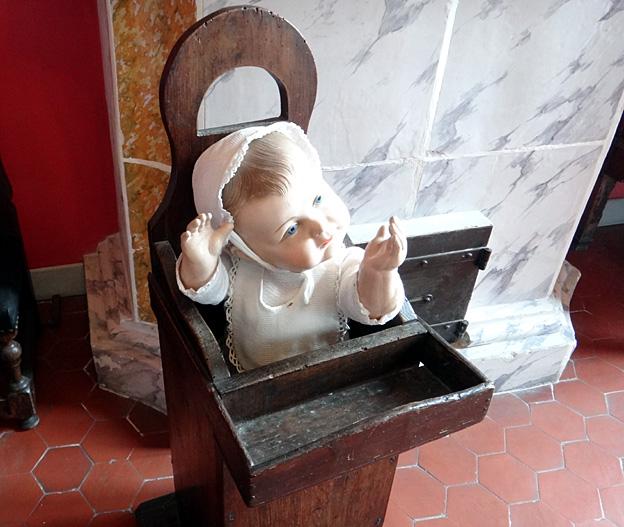 musee Fragonard chambre enfant chaise de bebe