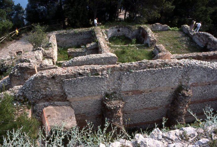 1990-05-capri-15-villa-tibere