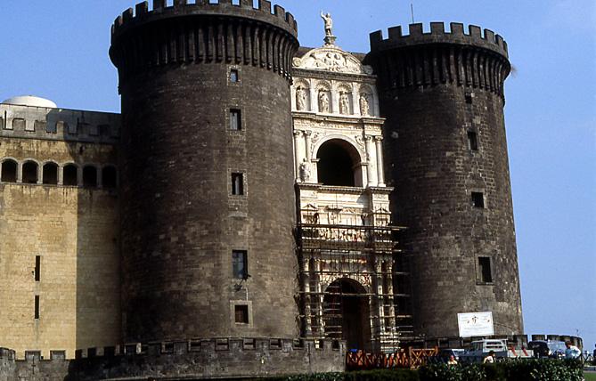1990-05-naples-castel-nuovo