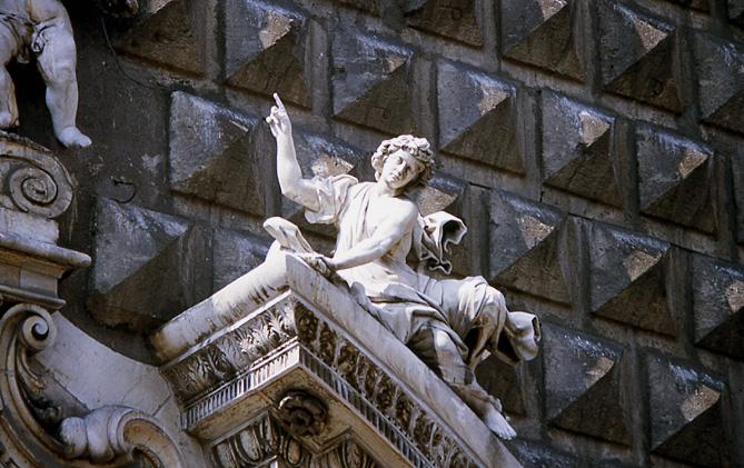 naples-piazza-gesu-facade-a-bossage
